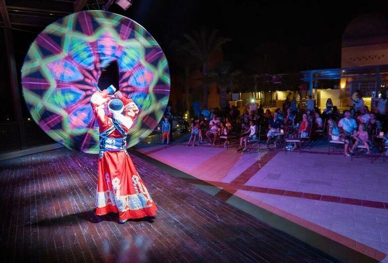 Večerné predstavenie v hoteli Jaz Makadi Oasis Resort