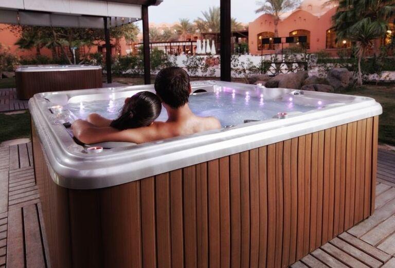 Romantická vírivka na terase hotela Jaz Makadina