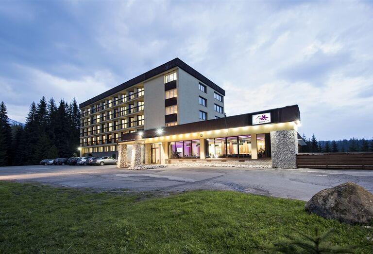 Pohľad na hotel Pieris