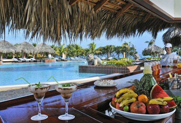 Bar pri bazéne hotela Paradisus Varadero
