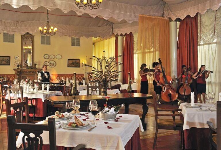 Reštaurácia so živou hudbou v hoteli Paradisus Varadero