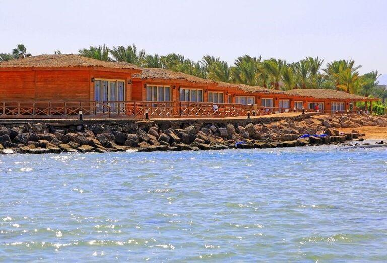 Pohľad od mora na hotel Labranda Royal Makadi