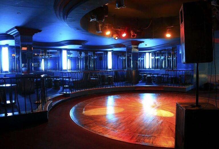 Bar s tanečným parketom v hoteli Labranda Royal Makadi