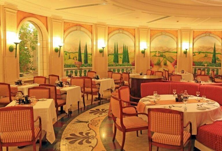 Posedenie v reštaurácii hotela Labranda Royal Makadi