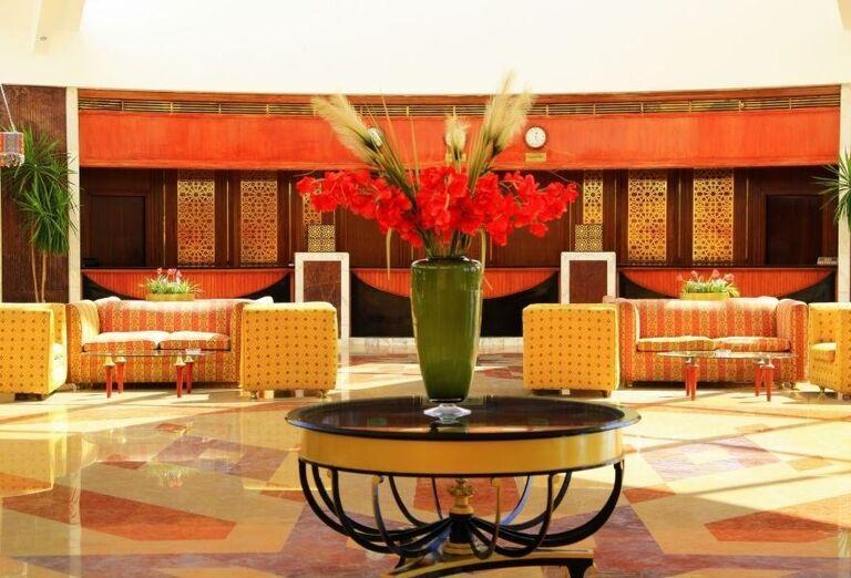 Posedenie vo vstupnej hale hotela Labranda Royal Makadi