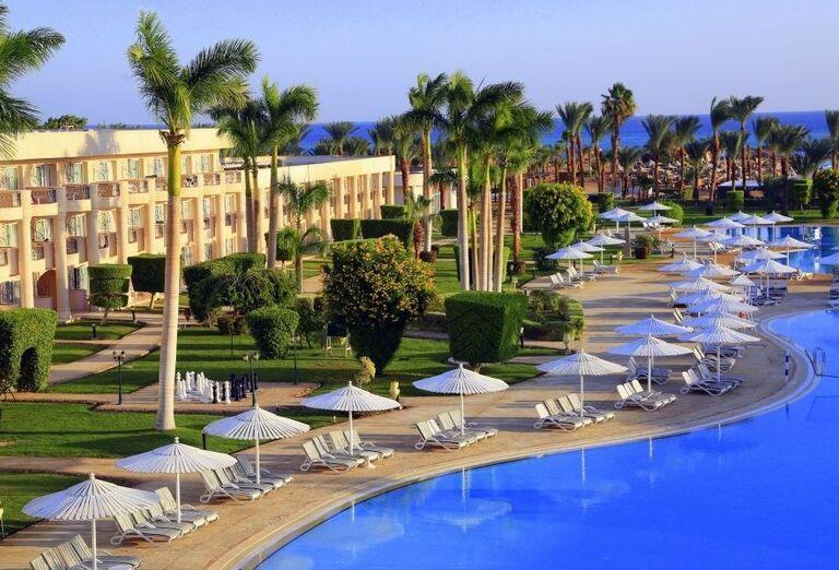 Oddych pri bazéne hotela Labranda Royal Makadi