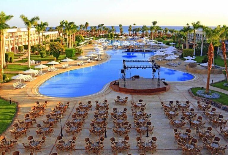 Posedenie pri bazéne hotela Labranda Royal Makadi