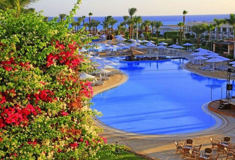 Výhľad z hotela Labranda Royal Makadi na bazén