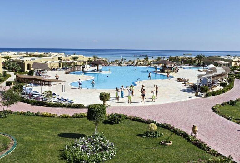 Bazén v hoteli Three Corners Fayrouz Plaza