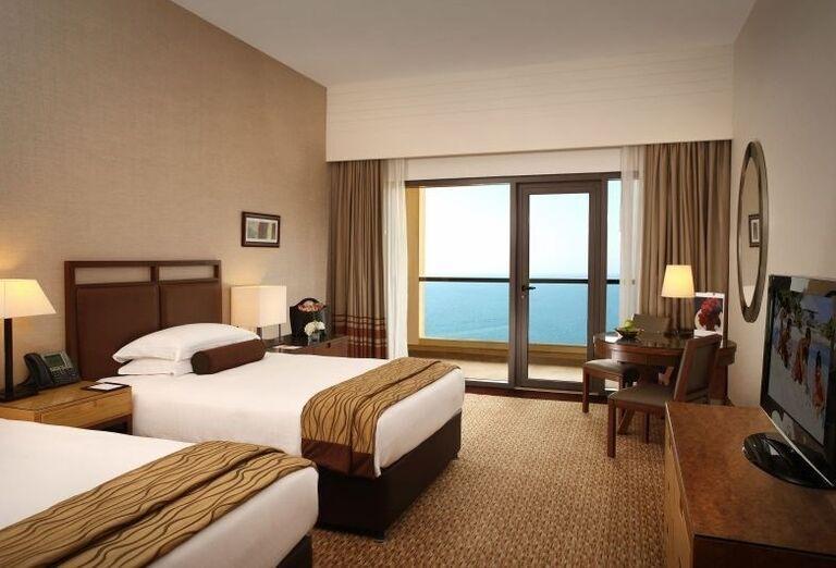 Dvojlôžková izba s prístelkou v hoteli Amwaj Rotana Jumeirah Beach Residence
