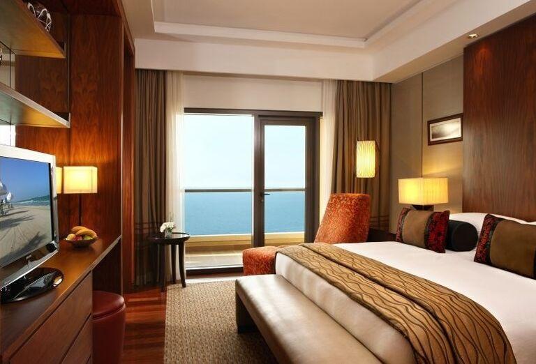 Izba s výhľadom na more v hoteli Amwaj Rotana Jumeirah Beach Residence