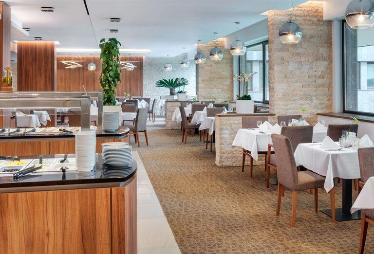 Švédske stoly v hoteli Danubius Health Spa Resort Esplanade