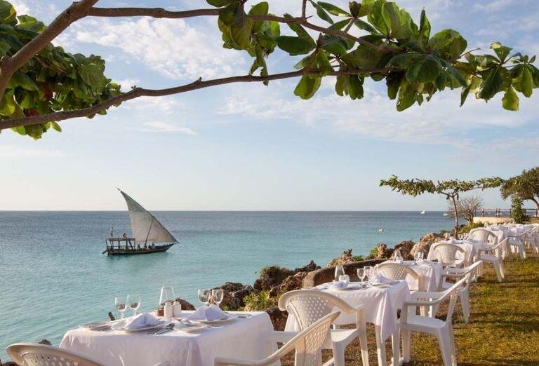 Posedenie pri mori pred hotelom Royal Zanzibar