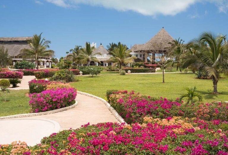 Rozvinutá záhrada v hoteli Royal Zanzibar