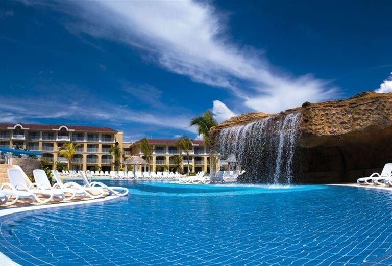 Bazén s vodopádom v hoteli Iberostar Laguna Azul
