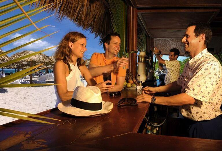 Lobby bar na pláži hotela Iberostar Laguna Azul