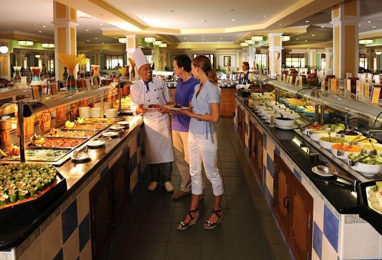 Ponuka švédskych stolov v hoteli Iberostar Laguna Azul