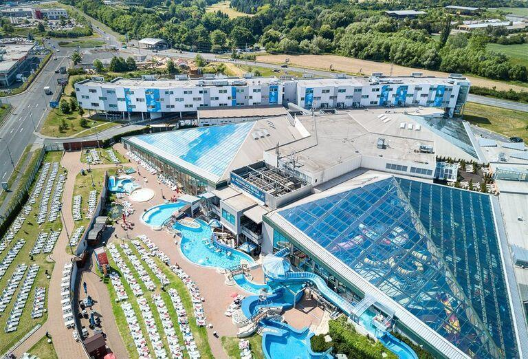 Pohľad z výšky na hotel Aquapalace