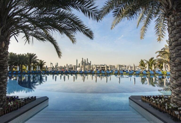 Pohľad na bazén hotela Rixos The Palm Dubai