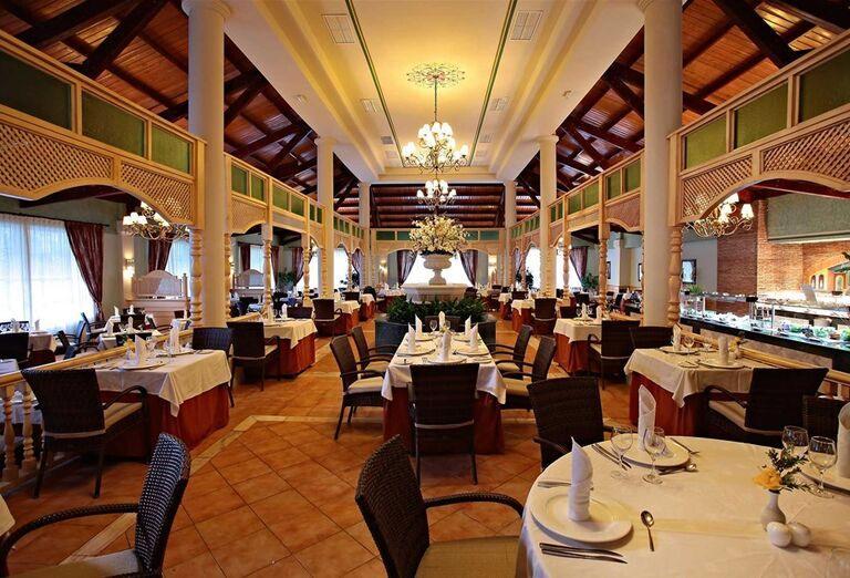 Reštaurácia v hoteli Luxury Bahia Principe Ambar