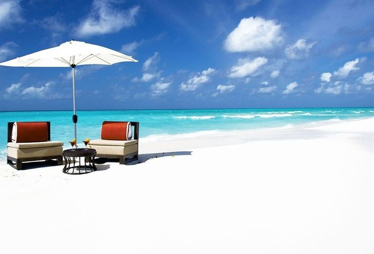 Posedenie a relax na pláži pri mori - Hotelový Resort Hotel Atmosphere Kanifushi Maldives