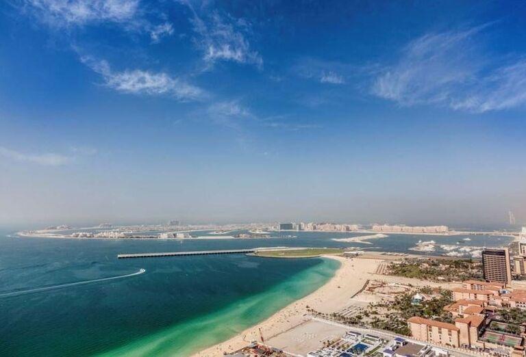 Pohľad z výšky na hotel a pláž