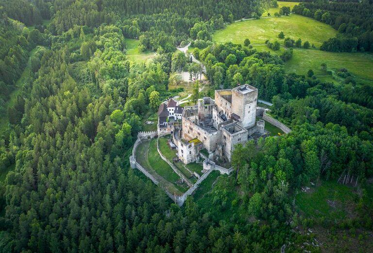 Zámok Dačice, hrad Landštejn, mesto Slavonice a karmelitánsky kostol Kostelní Vydří, poznávací zájazd