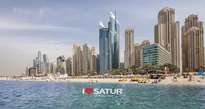 Pláž pred hotelom Hilton Dubai Jumeirah Beach