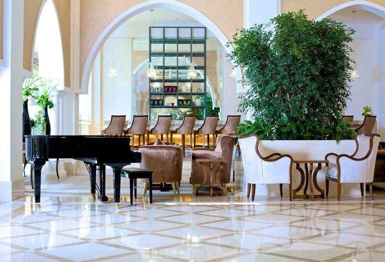 Posedenie pri klavíri v hoteli Rixos Bab Al Bahr