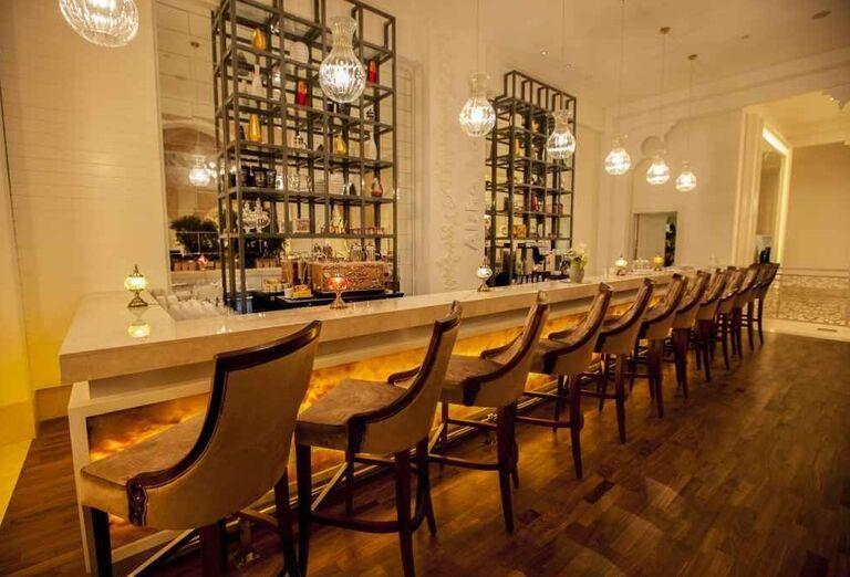Bar v hoteli Rixos Bab Al Bahr
