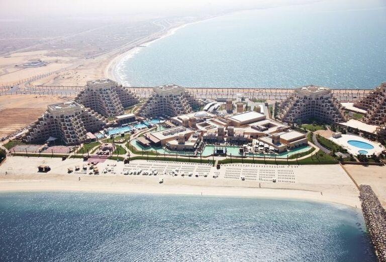 Pohľad z výšky na komplex hotela Rixos Bab Al Bahr