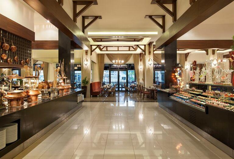 Bohatá ponuka švédsych stolov v hoteli Rixos Bab Al Bahr