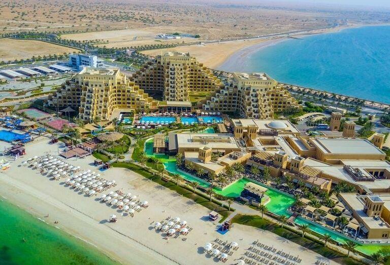 Pohľad z výšky na areál hotela Rixos Bab Al Bahr