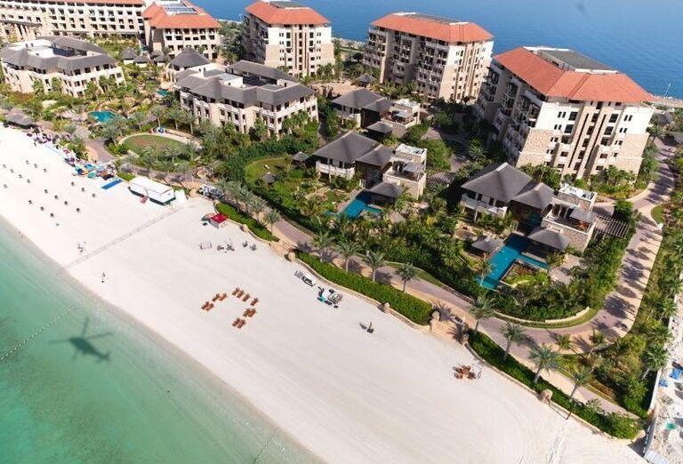 Pohľad z výšky na hotel Sofitel Dubai The Palm Resort & Spa