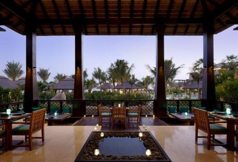 Príjemné posedenie v reštaurácii hotela Sofitel Dubai The Palm Resort & Spa