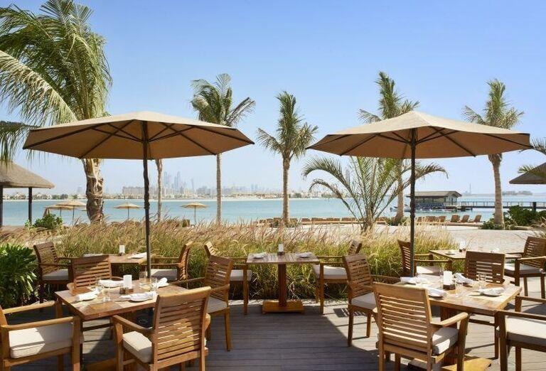 Posedenie na terase s výhľadom na more v hoteli Sofitel Dubai The Palm Resort & Spa