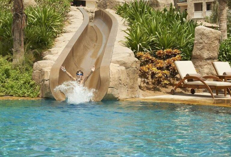 Šmykľávka do bazéna v hoteli Sofitel Dubai The Palm Resort & Spa