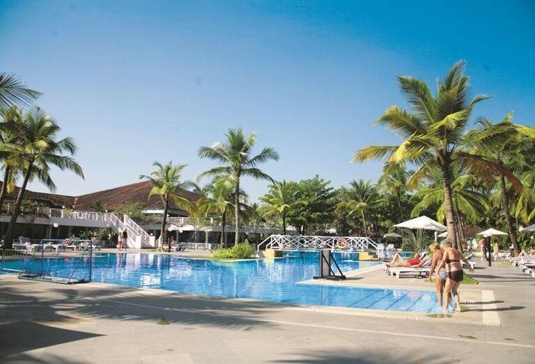 Bazén hotela Novotel Goa Resort Dona Sylvia