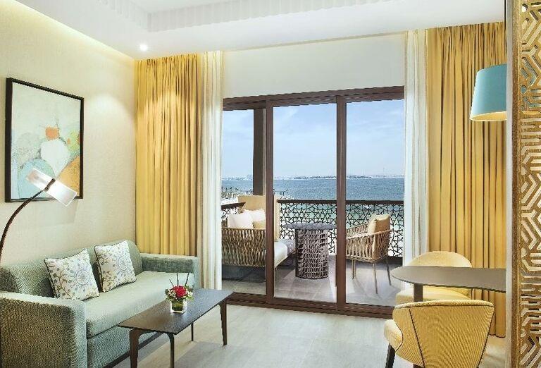 Izba s výhľadom na more v hoteli Doubletree by Hilton Resort & Spa Marjan Island