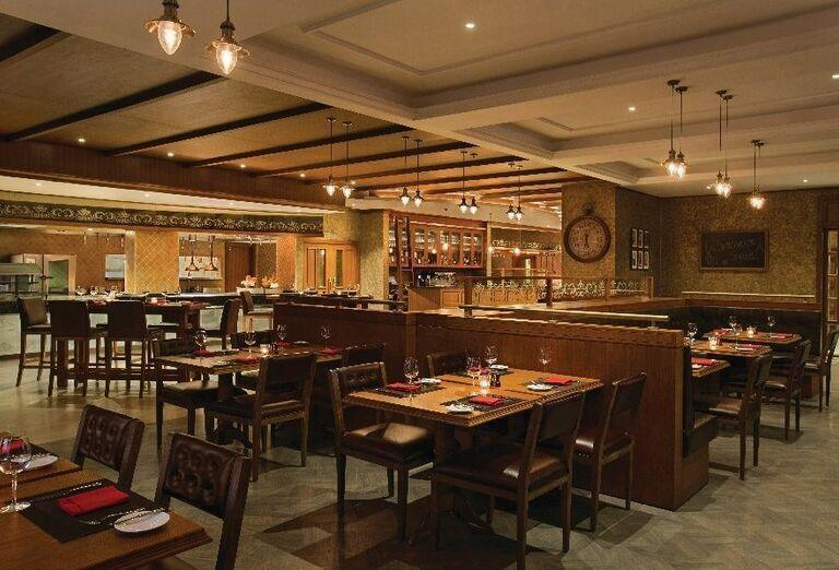 Reštaurácia v hoteli Doubletree by Hilton Resort & Spa Marjan Island