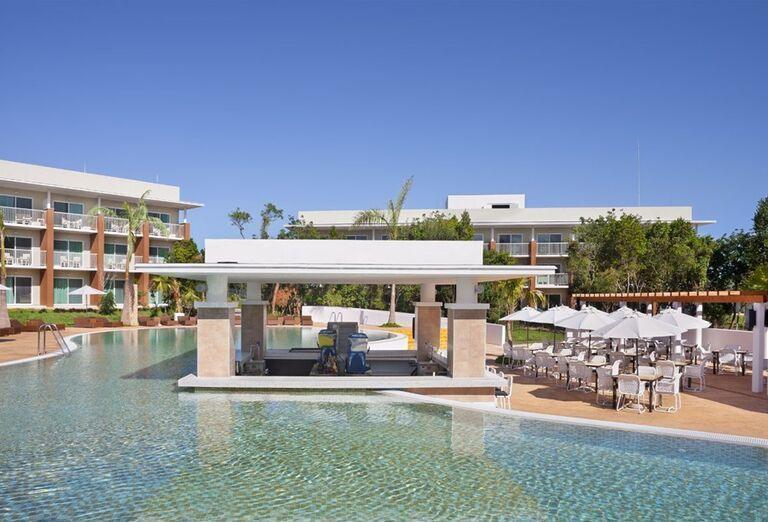 Bazénový bar v hoteli Ocean Vista Azul by H10