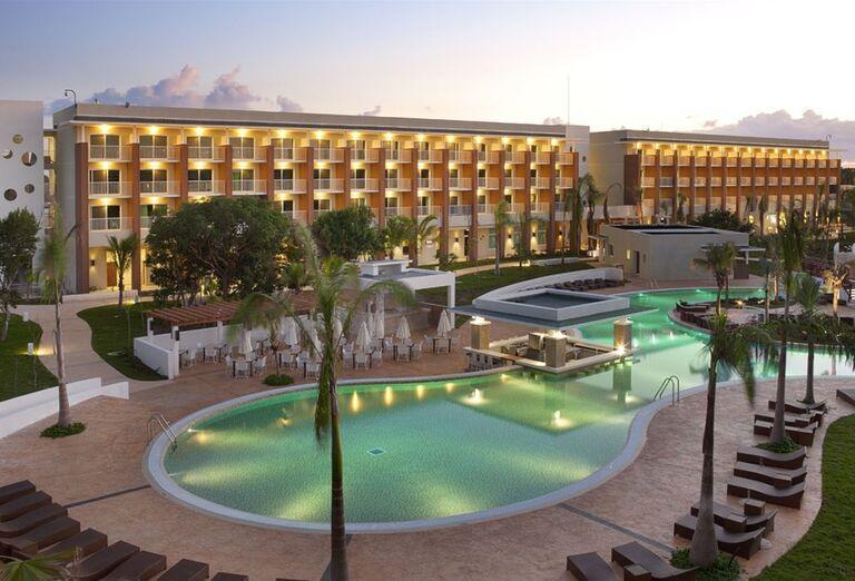 Bazén hotela Ocean Vista Azul by H10
