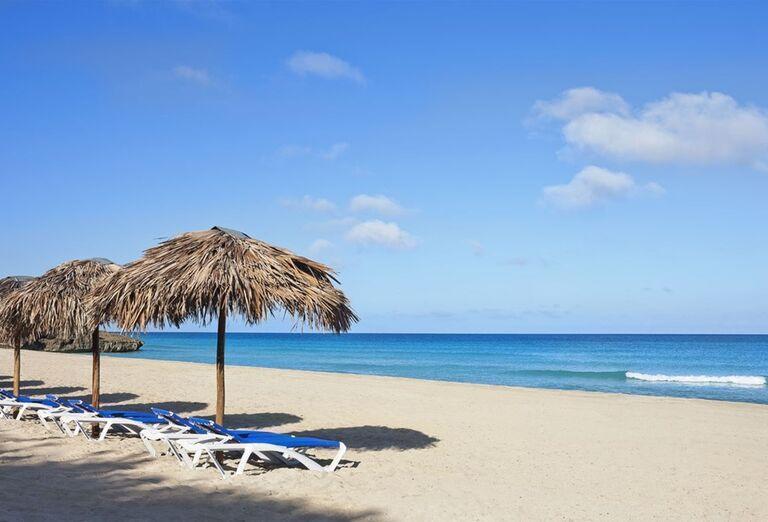 Pláž pred hotelom Ocean Vista Azul by H10