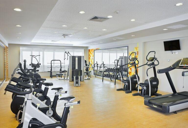 Hotel Ocean Vista Azul by H10 ponúka možnosť zacvičiť si vo fitness