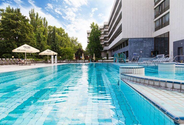 Vonkajší bazén v hoteli Danubius Health Spa Resort Esplanade