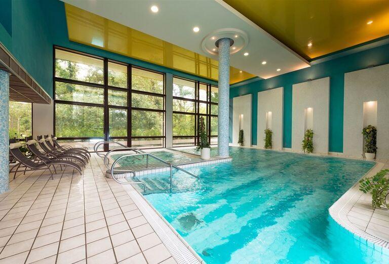 Vnútorný bazén hotela Danubius Health Spa Resort Esplanade