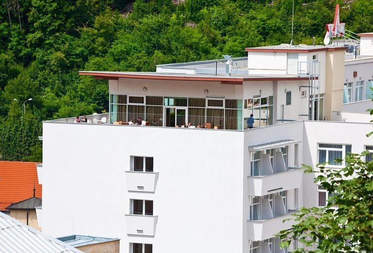 Pohľad na kúpeľný hotel Pax