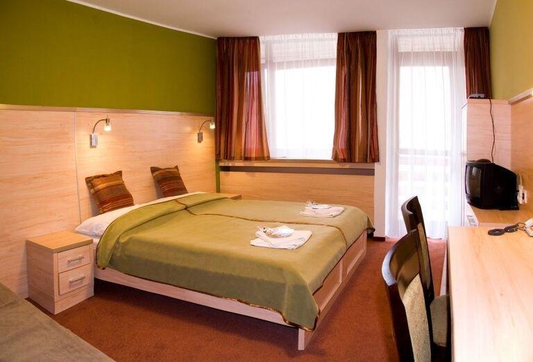 Izba, Hotel Flóra, Trenčianske Teplice