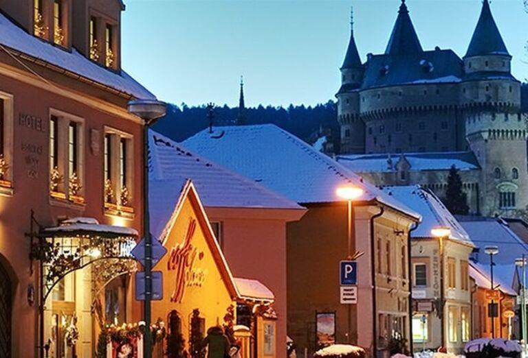 Ulica s hotelom Bojnický vínny dom