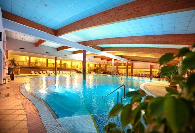 Bazén, Hotel Kaskády, Sliač